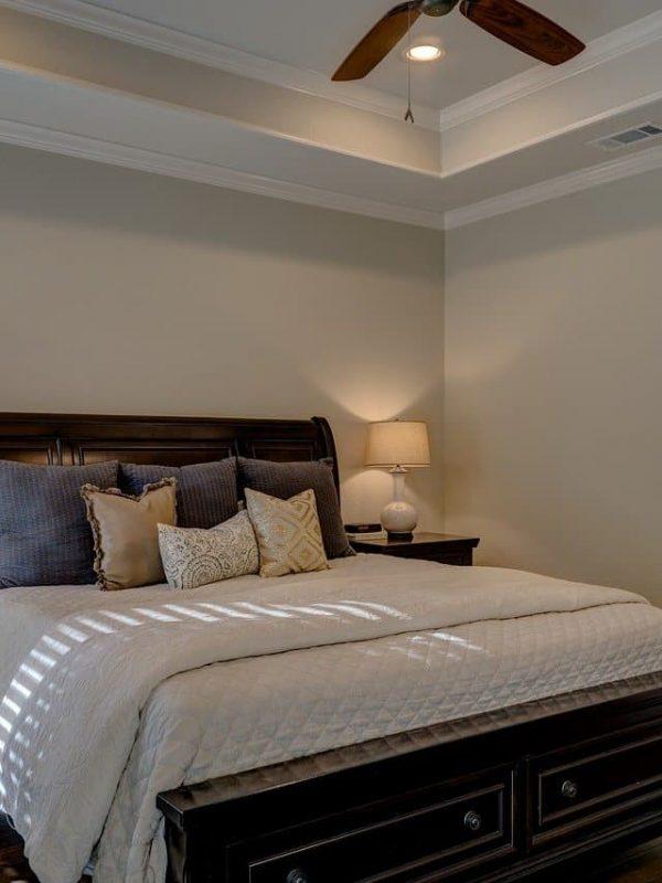bedroom-1940168_1280-min